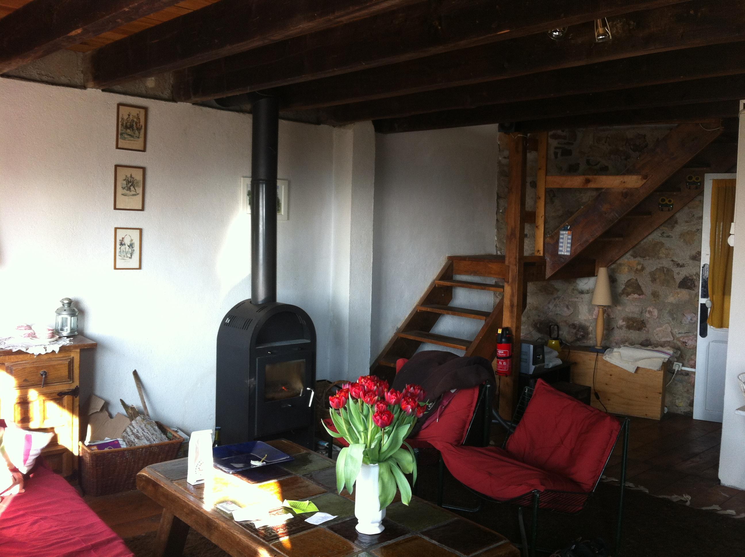 Woonkamer Op Bovenverdieping : De woonkamer met trap naar bovenverdieping maison perdu