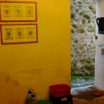 In keuken, deur naar 'koelcel', gang en terras