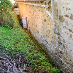 Goot achter het huis voor afwatering