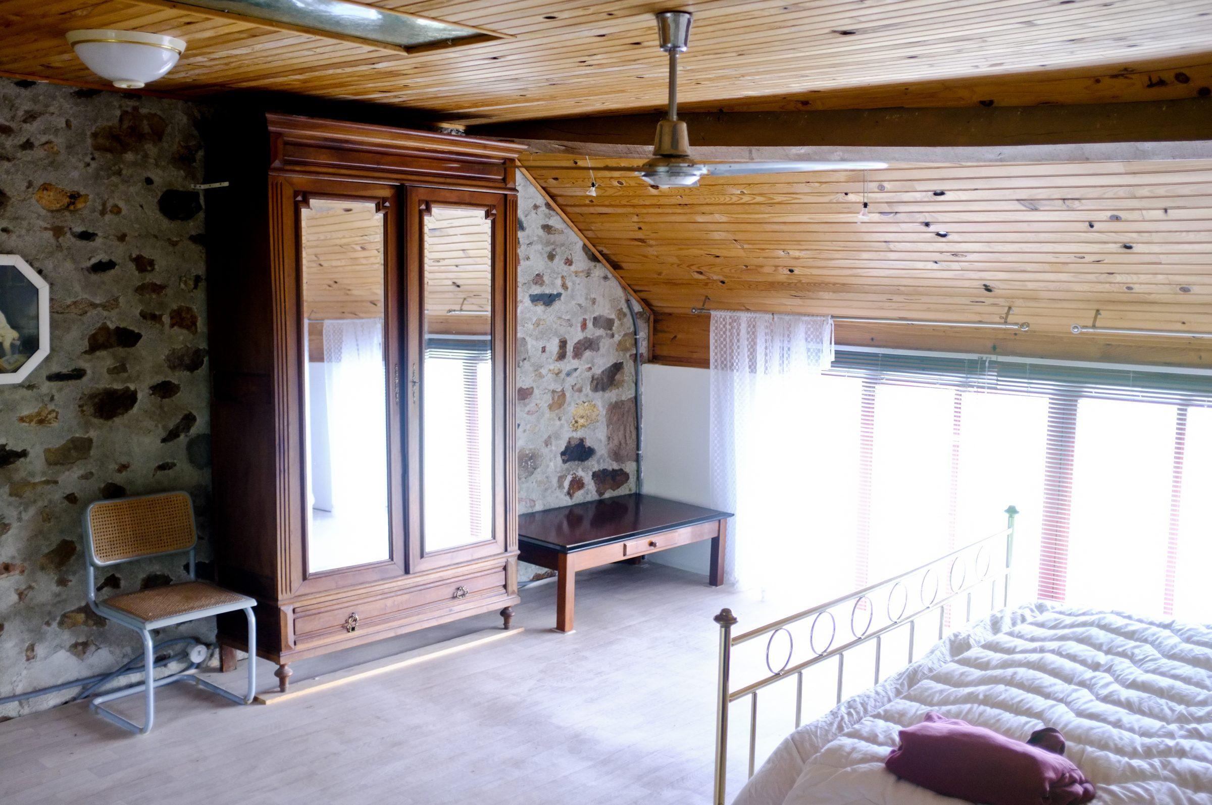 Slaapkamer Met Antieke Kast Maison Perdu